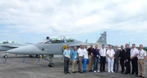 Delar av den svenska delegationen med den svenska supportgruppen för Gripen. Foto: Johan Staberg