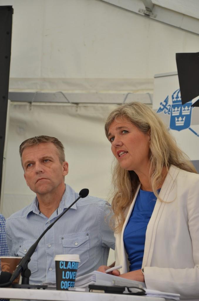 Generallöjtnant Jan Salestrand och EKN:s generaldirektör Karin Apelman. Foto: FXM