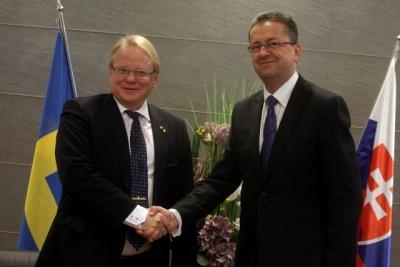 Sveriges försvarsminister Peter Hultqvist och Slovakiens försvarsminister Martin Glvác. Foto: Slovakiens försvarsministerium