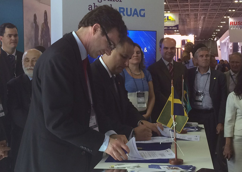 On the Tuesday, SOFF's Secretary-General Robert Limmergård and the Chair of the organisation's Brazilian counterpart, ABIMDE, Sami Hassuani signing a cooperation agreement in the Swedish stand.